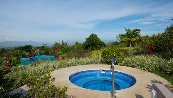 Jacuzzi at the infinity pool overlooking the San Jose valley